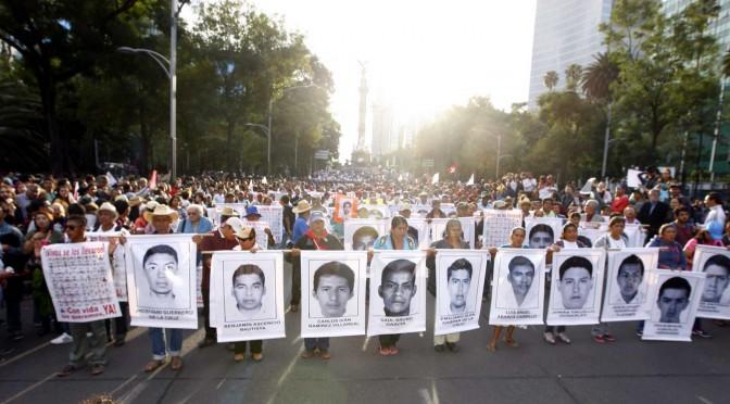 """""""No todos estamos aquí: Faltan 43"""": La Delegación de Ayotzinapa en Europa"""